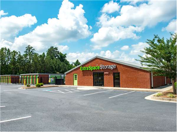 Image of Extra Space Storage Facility on 530 Athens Hwy in Loganville, GA