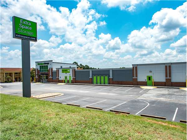 Image of Extra Space Storage Facility on 1461 Hudson Bridge Rd in Stockbridge, GA