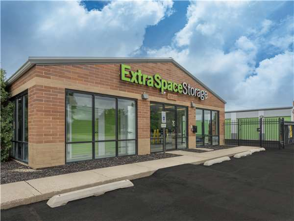 Image of Extra Space Storage Facility on 1298 Long Lake Dr in Round Lake Beach, IL