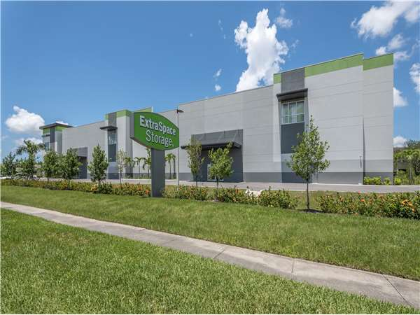 Image of Extra Space Storage Facility on 4500 Sommerset Dr in Fort Myers, FL
