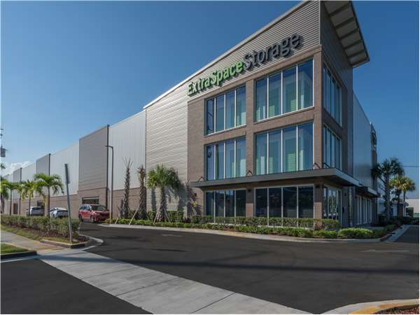 Image of Extra Space Storage Facility on 1440 S Dixie Hwy in Hollywood, FL