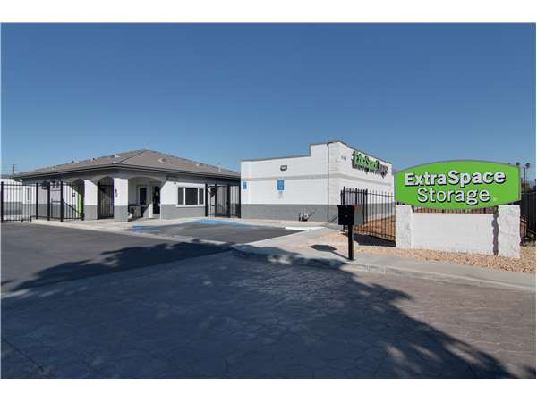 Image of Extra Space Storage Facility on 660 W Acacia Ave in Hemet, CA