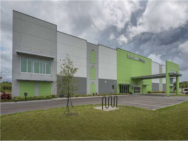 Image of Extra Space Storage Facility on 6200 Edgelake Dr in Sarasota, FL