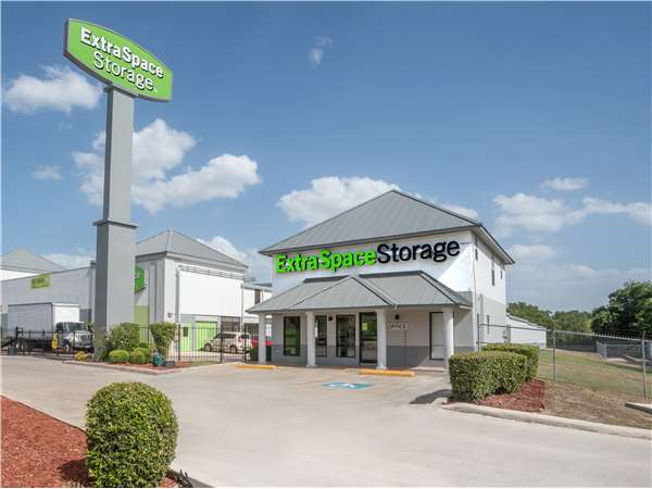 Image of Extra Space Storage Facility on 202 N Loop 1604 W in San Antonio, TX