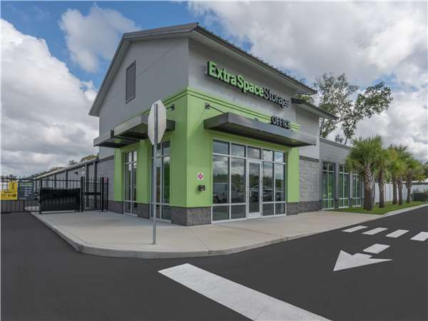 Image of Extra Space Storage Facility on 10670 Bloomingdale Ave in Riverview, FL