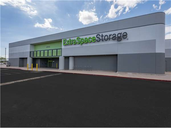 Image of Extra Space Storage Facility on 2150 N Arizona Ave in Chandler, AZ