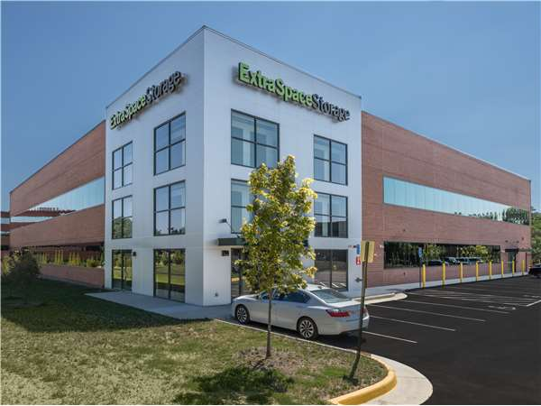 Image of Extra Space Storage Facility on 5321 Shawnee Rd in Alexandria, VA