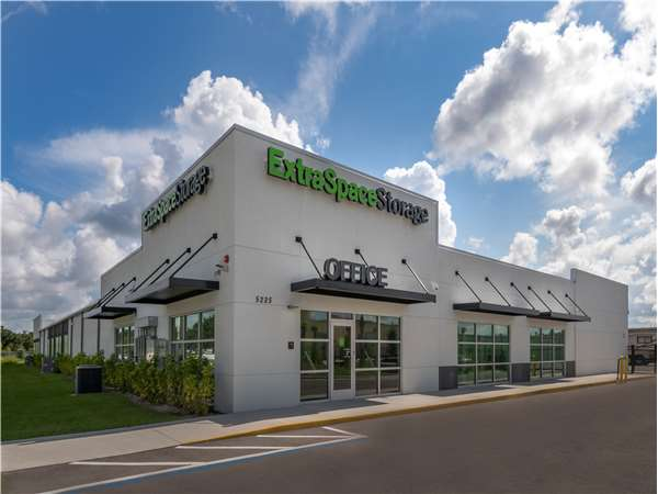 Image of Extra Space Storage Facility on 5225 Caruso Rd in Bradenton, FL