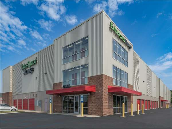 Image of Extra Space Storage Facility on 1009 Woodruff Rd in Greenville, SC