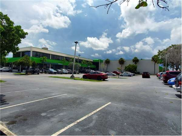 Image of Extra Space Storage Facility on 1192 SW 1st Way in Deerfield Beach, FL