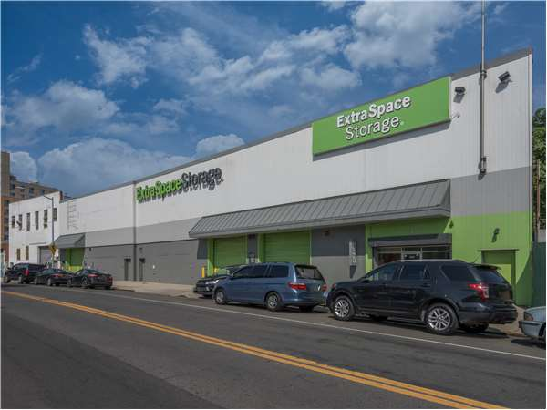 Image of Extra Space Storage Facility on 1725 W Farms Rd in Bronx, NY