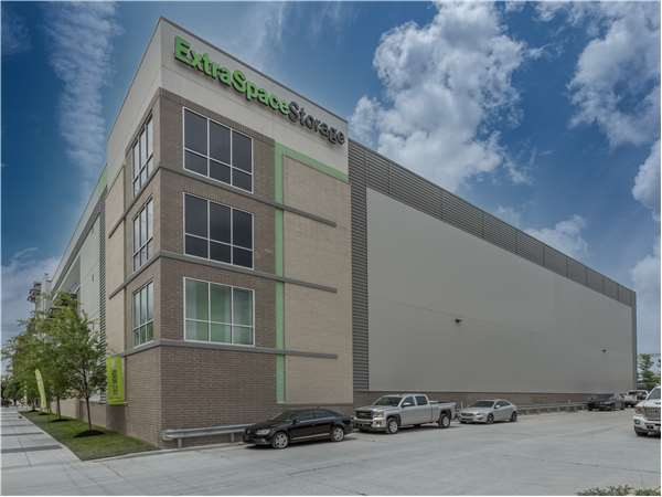 Image of Extra Space Storage Facility on 121 Madison St in Nashville, TN