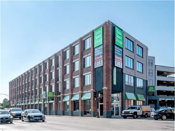 Image of Extra Space Storage Facility on 1030 W North Ave in Chicago, IL
