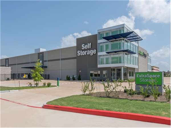 Image of Extra Space Storage Facility on 11320 Barker Cypress Rd in Cypress, TX