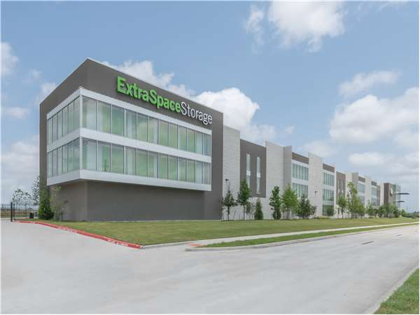 Image of Extra Space Storage Facility on 3200 Kirby Dr in Pearland, TX