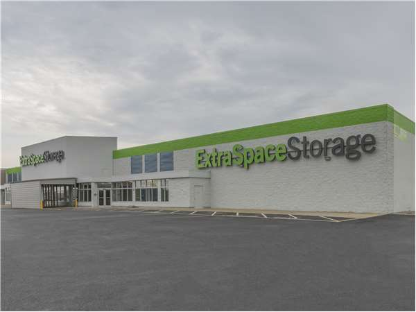 Image of Extra Space Storage Facility on 821 Cleveland St in Elyria, OH