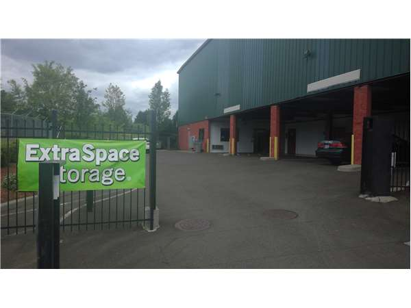 Image of Extra Space Storage Facility on 11708 SW Warner Ave in Tigard, OR