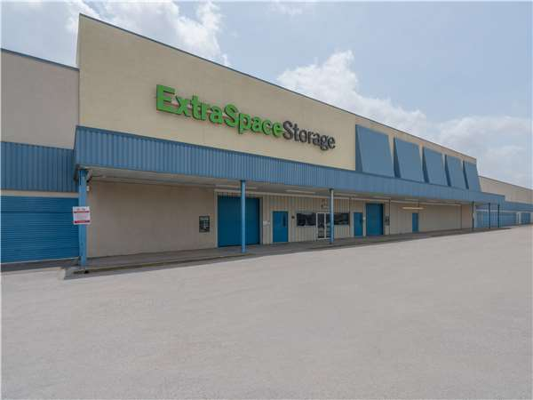Image of Extra Space Storage Facility on 120 S Alexander Dr in Baytown, TX