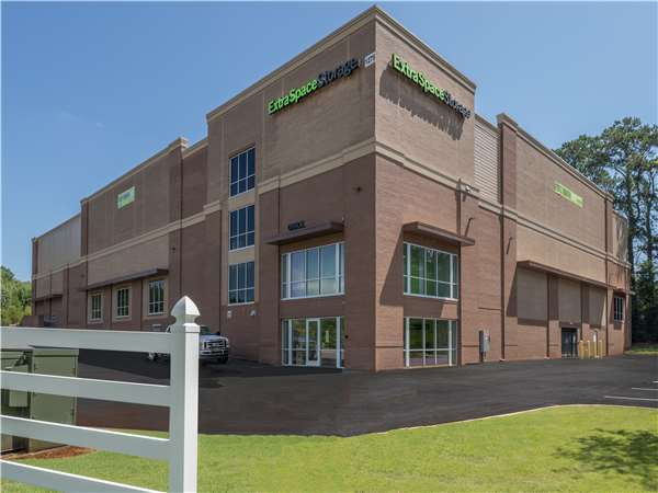 Image of Extra Space Storage Facility on 1275 Buford Hwy in Cumming, GA