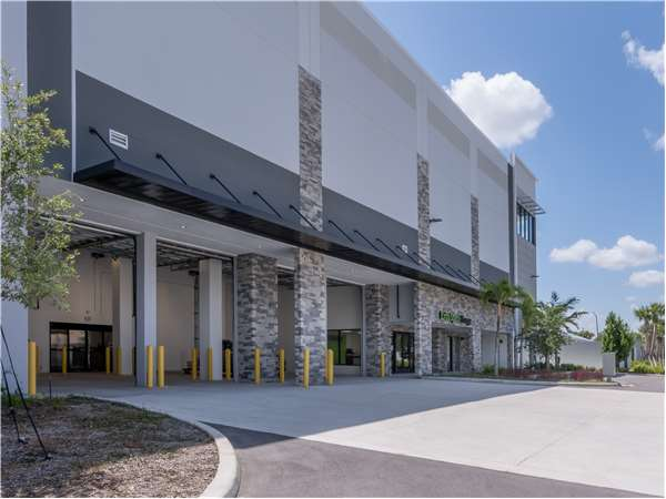 Image of Extra Space Storage Facility on 4191 W Hillsboro Blvd in Coconut Creek, FL