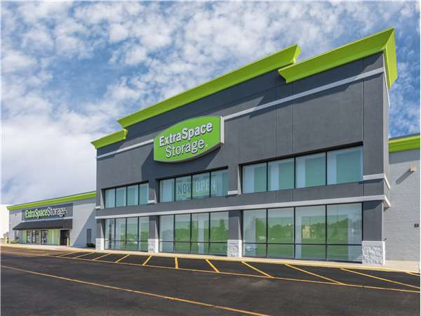 Image of Extra Space Storage Facility on 472 Boardman Canfield Rd in Youngstown, OH