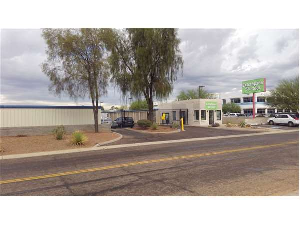 Image of Extra Space Storage Facility on 5650 W Coca Cola Pl in Tucson, AZ