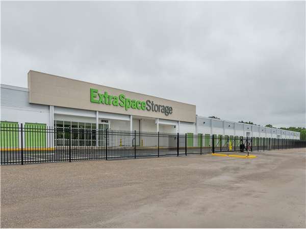 Image of Extra Space Storage Facility on 854 W South Blvd in Montgomery, AL