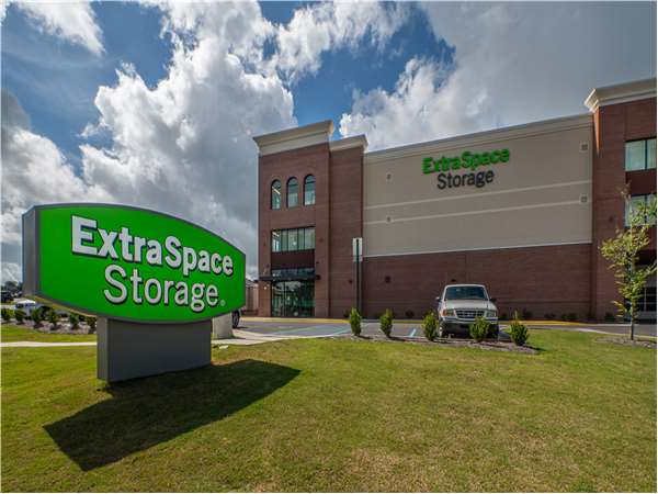 Image of Extra Space Storage Facility on 1415 Baytree Rd in Valdosta, GA