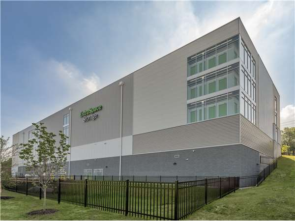 Image of Extra Space Storage Facility on 625 Grand Ave in Ridgefield, NJ