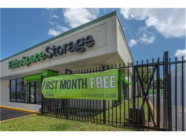 Image of Extra Space Storage Facility on 1900 NW 19th St in Fort Lauderdale, FL