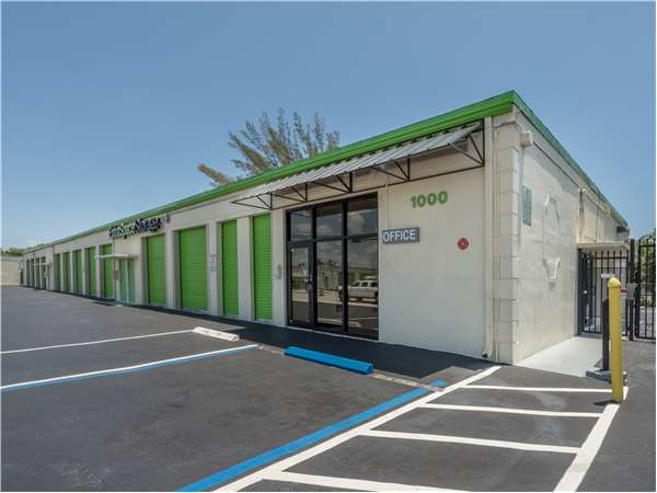 Image of Extra Space Storage Facility on 1000 S Dixie Hwy E in Pompano Beach, FL