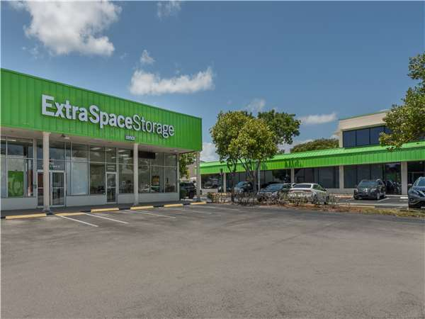Image of Extra Space Storage Facility on 750 E Sample Rd in Pompano Beach, FL