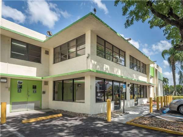 Image of Extra Space Storage Facility on 2523 NW 6th St in Fort Lauderdale, FL