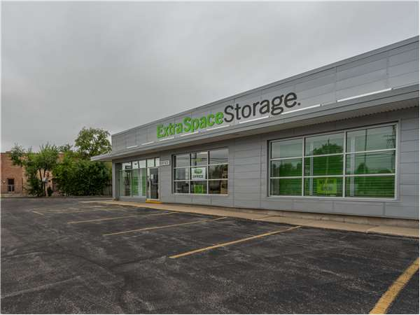 Image of Extra Space Storage Facility on 10800 Central Ave in Chicago Ridge, IL