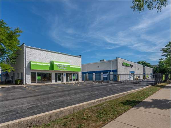 Image of Extra Space Storage Facility on 3850 W Devon Ave in Lincolnwood, IL