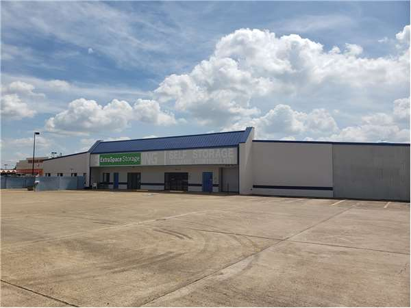 Image of Extra Space Storage Facility on 6610 Hwy 6 in Houston, TX