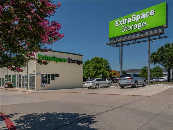 Image of Extra Space Storage Facility on 3906 W Airport Fwy in Irving, TX