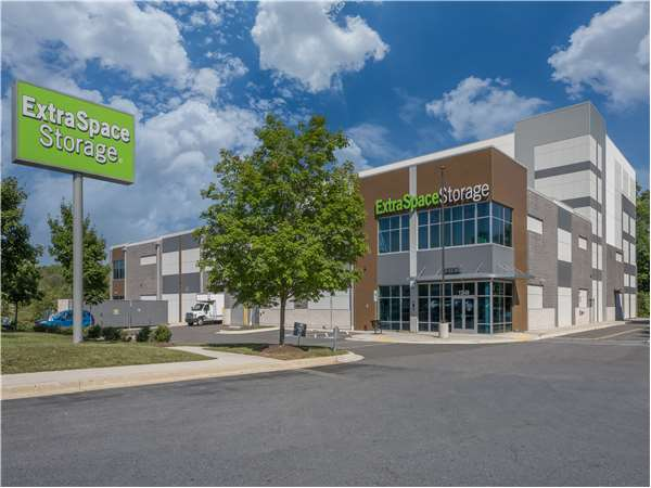 Image of Extra Space Storage Facility on 1249 W Montgomery Ave in Rockville, MD