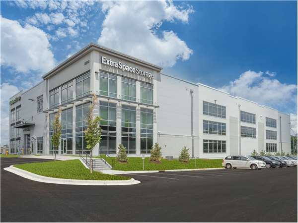 Image of Extra Space Storage Facility on 2500 Prior Ave N in Roseville, MN