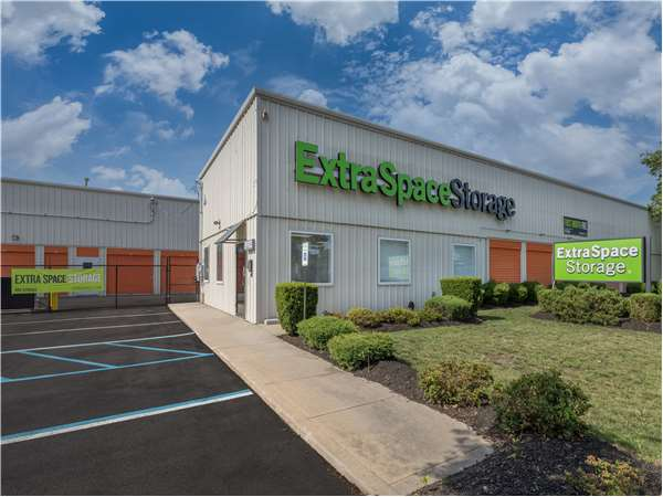 Image of Extra Space Storage Facility on 541 Acorn St in Deer Park, NY