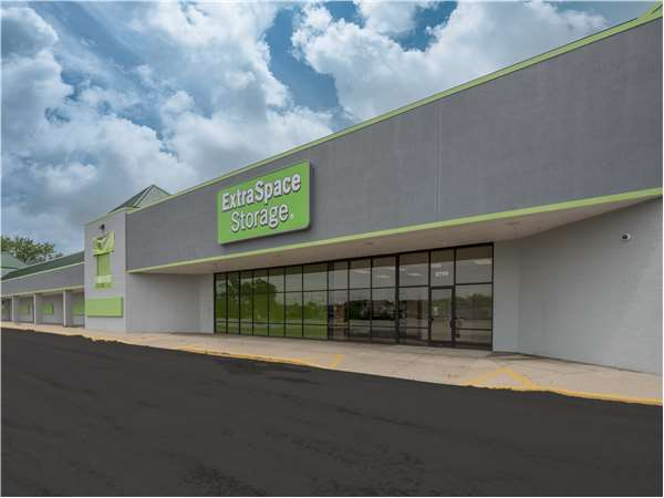 Image of Extra Space Storage Facility on 2700 Belvidere Rd in Waukegan, IL