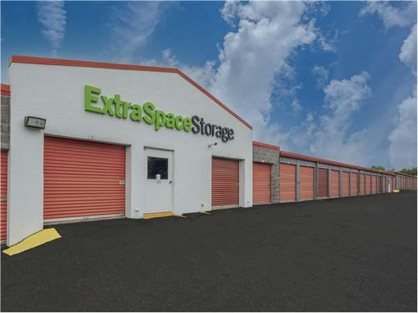 Image of Extra Space Storage Facility on 4526 Daly Dr in Chantilly, VA
