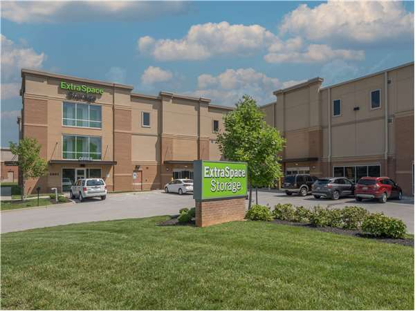 Image of Extra Space Storage Facility on 2801 N Hurstbourne Pkwy in Louisville, KY