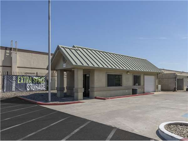 Image of Extra Space Storage Facility on 600 S Cherokee Ln in Lodi, CA