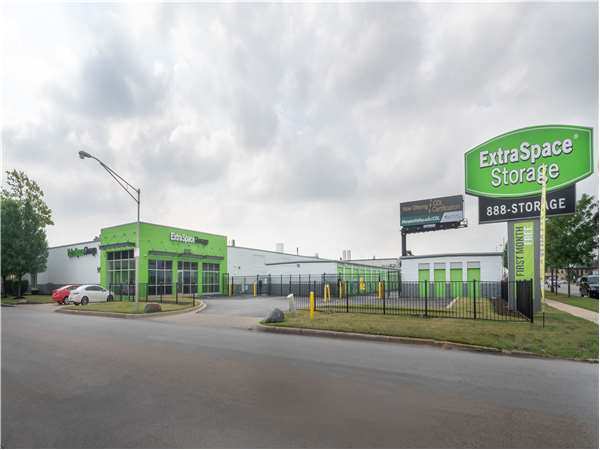 Image of Extra Space Storage Facility on 7131 W 60th St in Chicago, IL