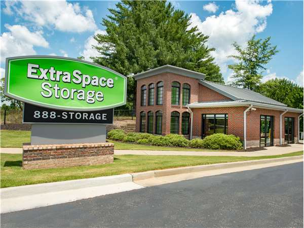 Attirant Entry To Extra Space Storage Facility Near Auburn Rd In Dacula, ...