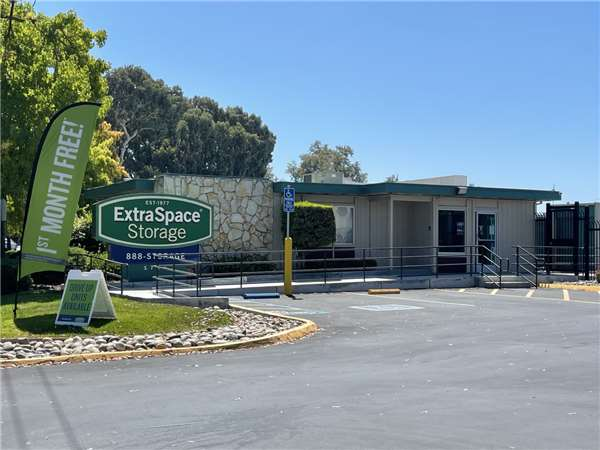 Image Of Extra Space Storage Facility On 1700 De La Cruz Blvd In Santa  Clara,