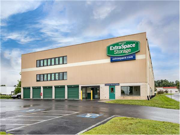 Image of Extra Space Storage Facility on 5630 Linglestown Rd in Harrisburg, PA