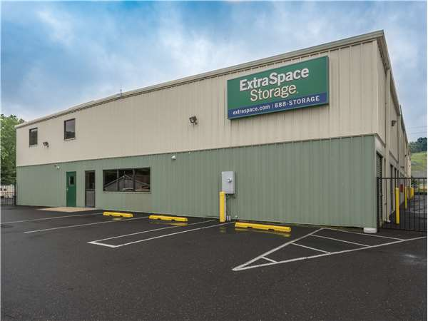 Image of Extra Space Storage Facility on 324 Dartmouth Dr in East Stroudsburg, PA