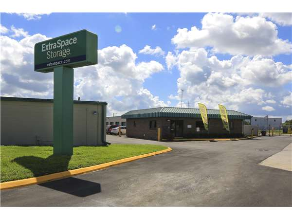 Gentil Entry To Extra Space Storage Facility Near Anderson Rd In Tampa, ...